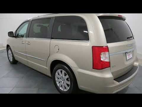 2014 Chrysler Town & Country Touring in Elmhurst, IL 60126