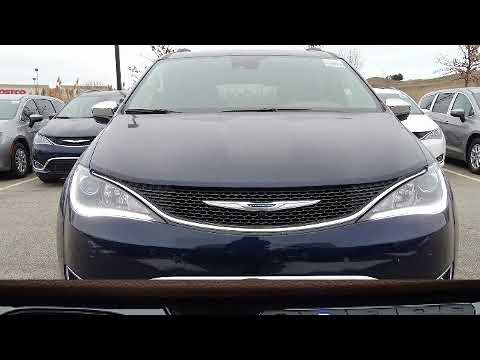 2018 Chrysler Pacifica Limited in Glenview, IL 60026