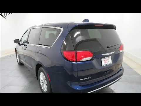 2018 Chrysler Pacifica Touring Plus in Elmhurst, IL 60126