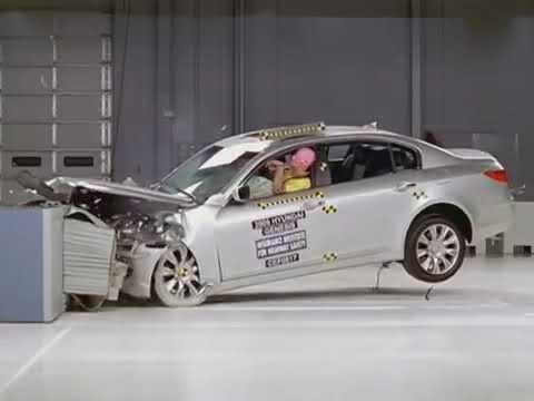 New  Hyundai Genesis moderate overlap IIHS crash test 2018