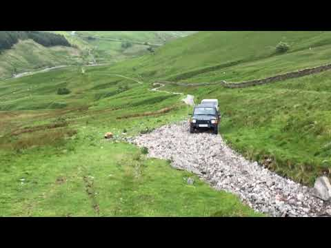 Steep hill climb on the Lake District Land Rover discovery