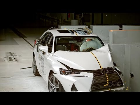2017 Lexus IS Crash Test