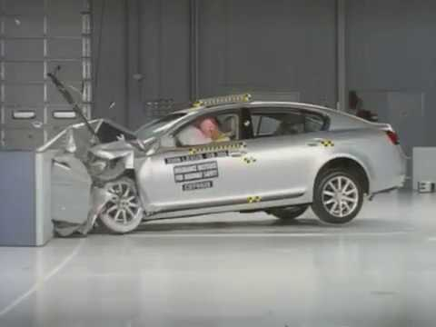 Lexus GS moderate overlap crash test
