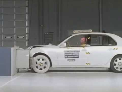Lexus LS 430 moderate overlap IIHS Crash test